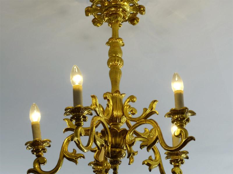 barocker vergoldeter Kronleuchter Holz