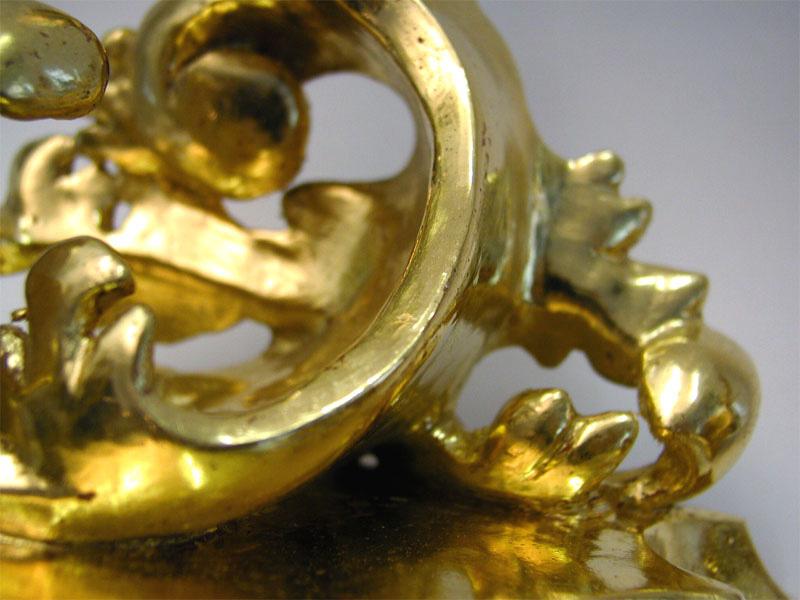Detailansicht einer Branntwein vergoldeten Holzkonsole