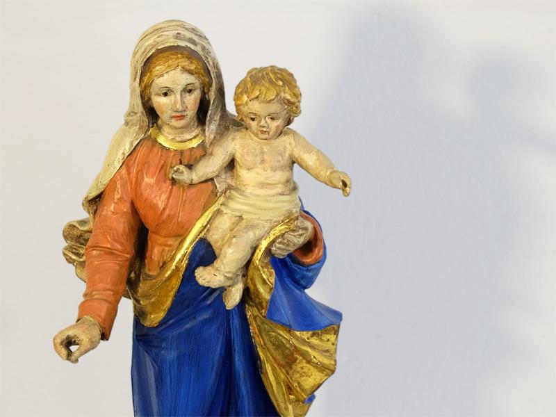 gefasste und Branntwein vergoldete Madonna Muttergottes mit Jesus Kind