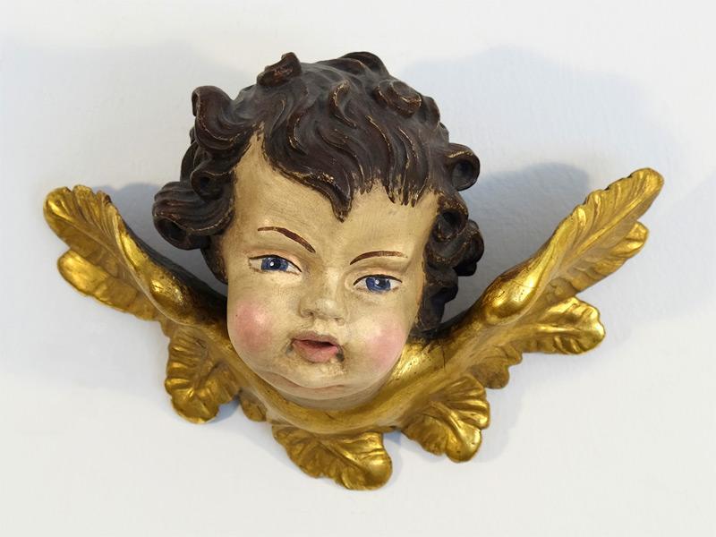 handgeschnitzer Engelskopf mit Branntwein vergoldeten Flügeln