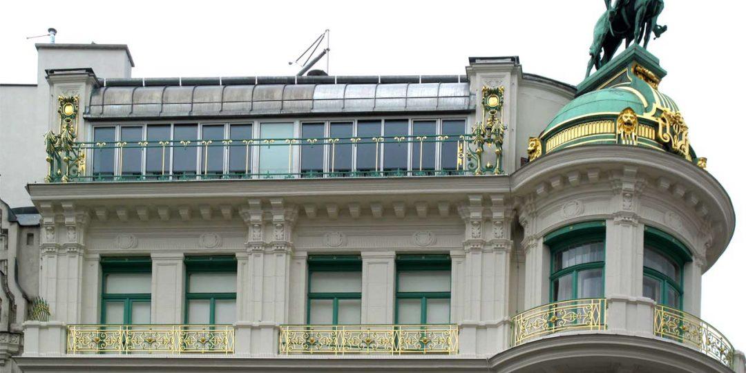 Vergolderarbeiten am Husarenhaus am Kohlmarkt 1 in Wien