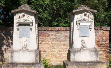 Vergoldung der Grabsteininschriften Strauß und Lanner