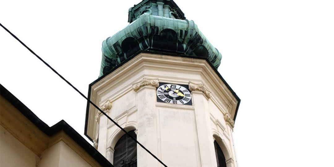 Vergoldung der Uhrenziffern und Balkonornamente