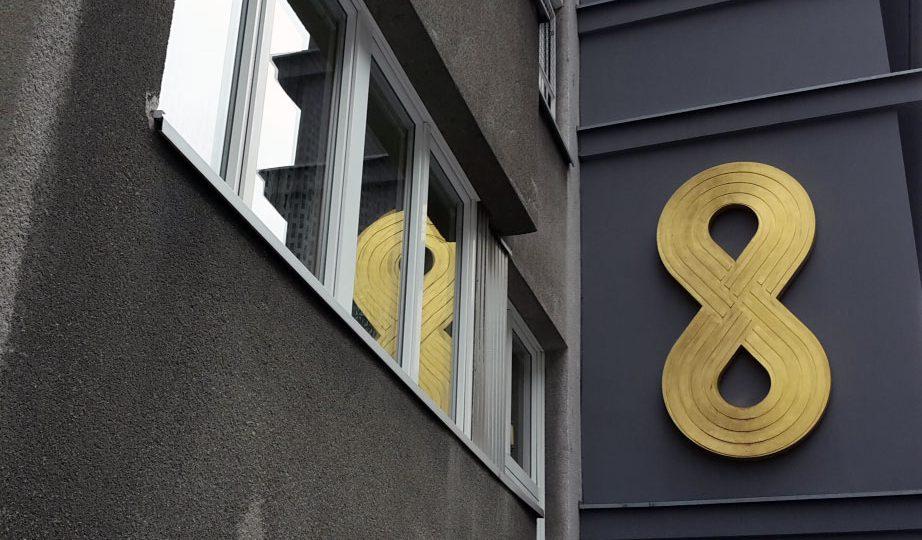 Vergoldung der Hausnummernskulpturen