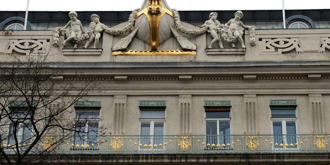 Vergoldung der Fassadenornamente und Balkongitter