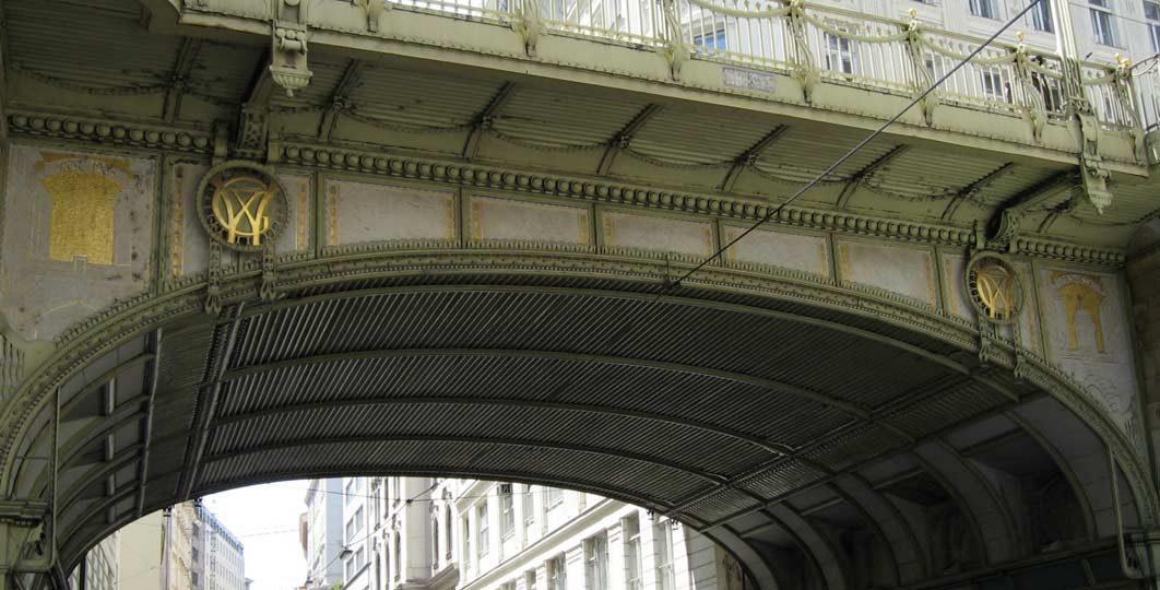 Vergoldung der Brückenornamente