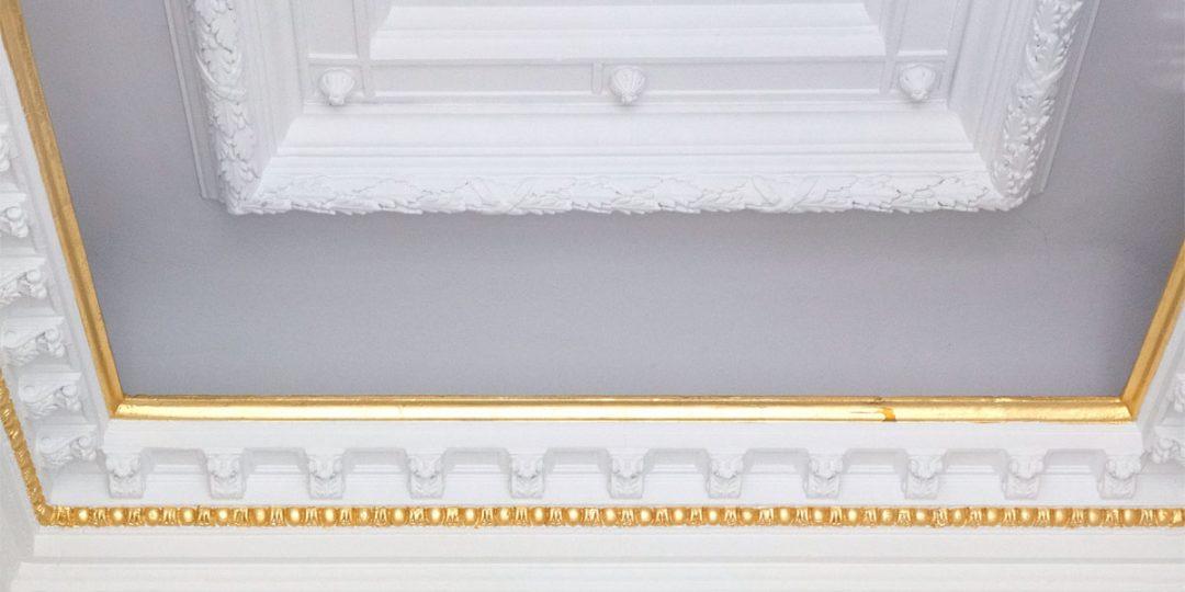 Metallisierung der Profilleisten mit Blattmessing